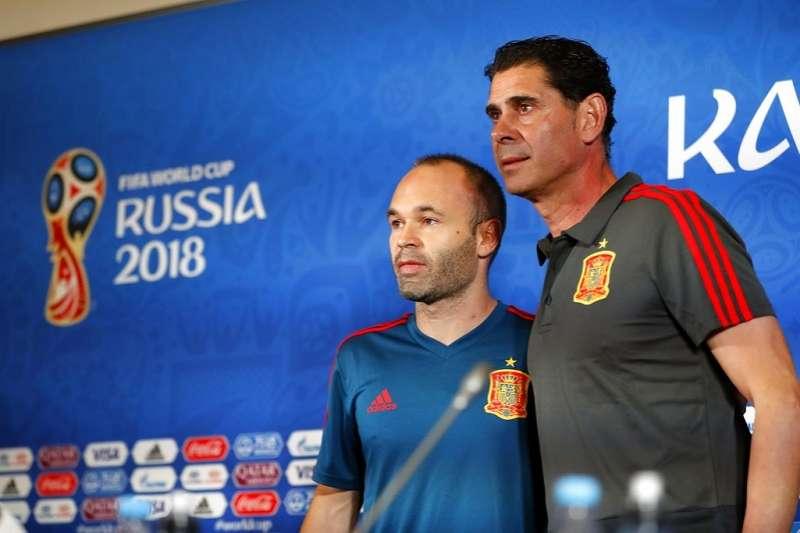 西班牙總教練耶羅(右)打算讓伊涅斯塔(左)對摩洛哥一役休息不上場。(美聯社)