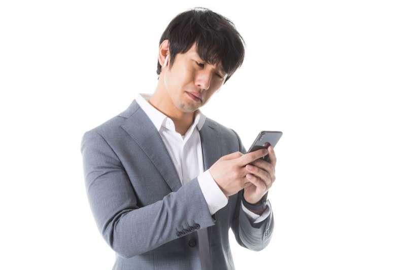 手機是你在這個時代最重要的戀愛夥伴。(示意圖非本人/すしぱく@pakutaso)