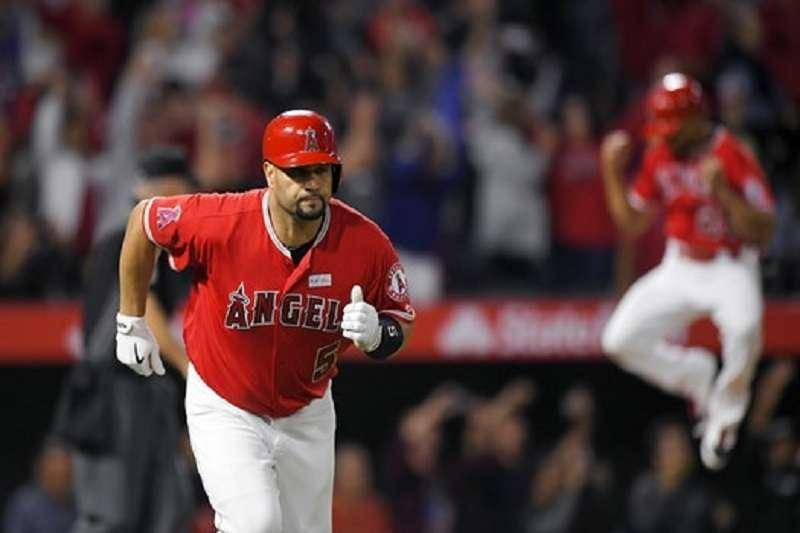 洛杉磯天使在2011年與普荷斯簽下十年2.54億美金的合約。 (美聯社)