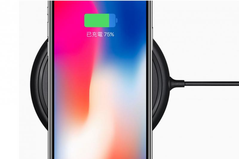 蘋果無線充電板「AirPower」推出將近一年,但遲遲只聞其聲不見其影,最新的消息是預計最快要等到今年(2018)九月才能上市,而這當中究竟是出了什麼問題?(圖/取自Apple,數位時代提供)