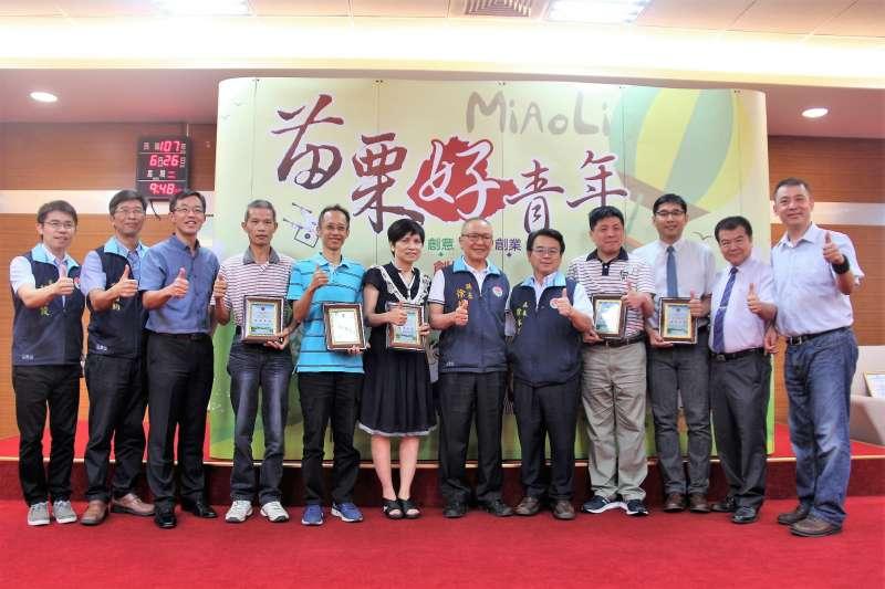 苗栗好青年再次躍上世界舞台,繼年初高雄KIDE發明展及泰國IPITEX發明 展屢獲佳績外,又再次於第29屆馬來西亞ITEX國際發明展發光發熱。(圖/苗栗縣政府提供)