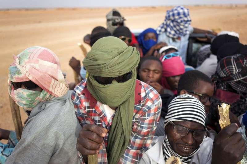 《美聯社》報導,過去14個月以來,阿爾及利亞已驅趕了超過1萬3000難民到撒哈拉沙漠之中。(AP)