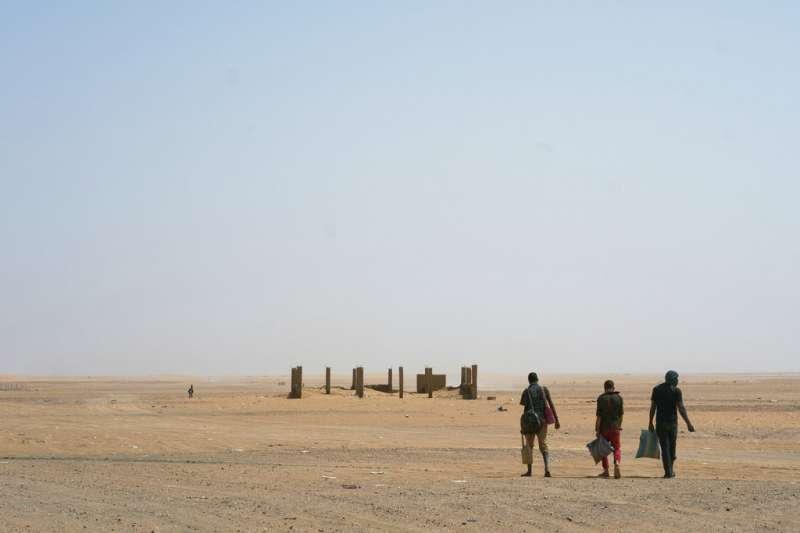 非洲難民,阿爾及利亞,撒哈拉沙漠。(AP)