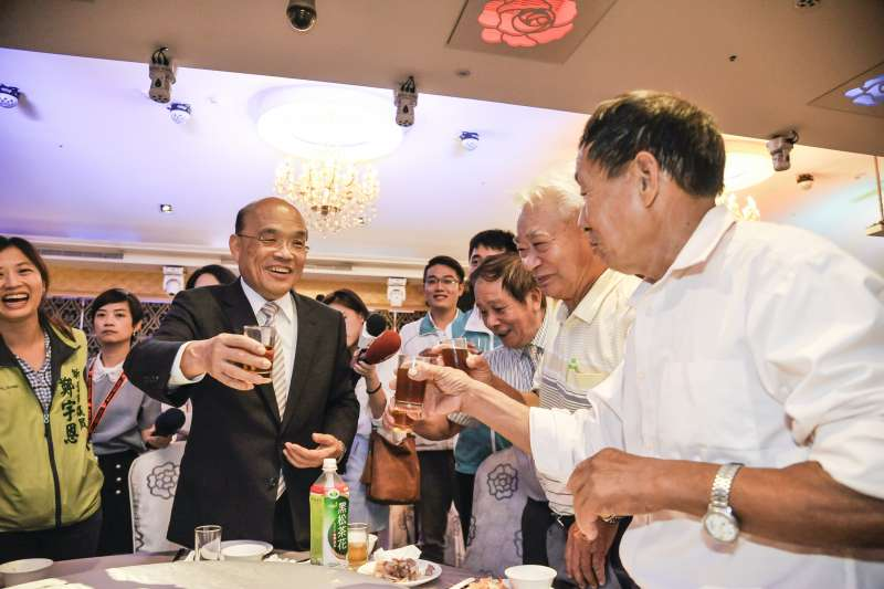 民進黨市長參選人蘇貞昌27日上午出席台灣北基農田水利會活動。媒體問及,水利會過去親國民黨,此趟是否為拔樁。蘇則說,「不是拔樁,這本來就是我的好朋友。」(蘇貞昌競選辦公室提供)