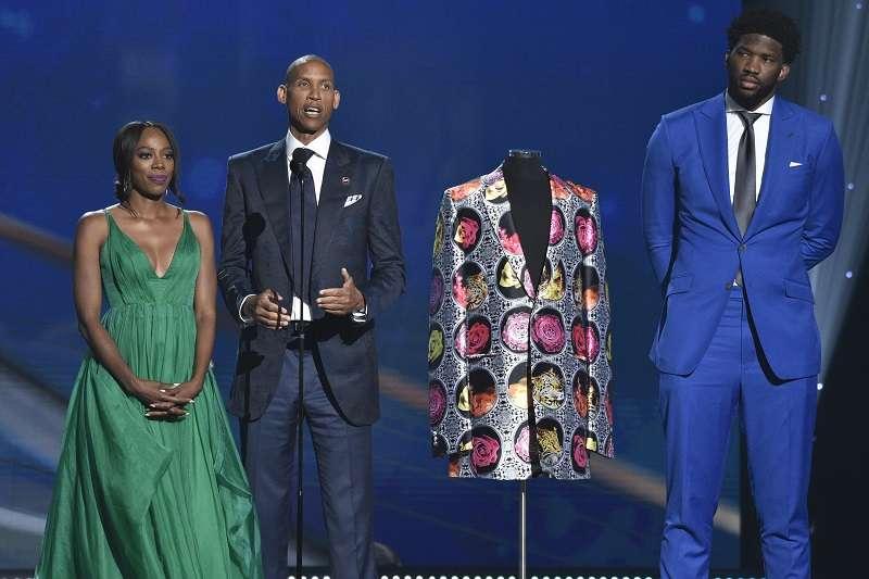 安比德昨天參加NBA頒獎典禮,典禮結束後安比德接受訪問,發下豪語要拿明年的例行賽MVP。 (美聯社)