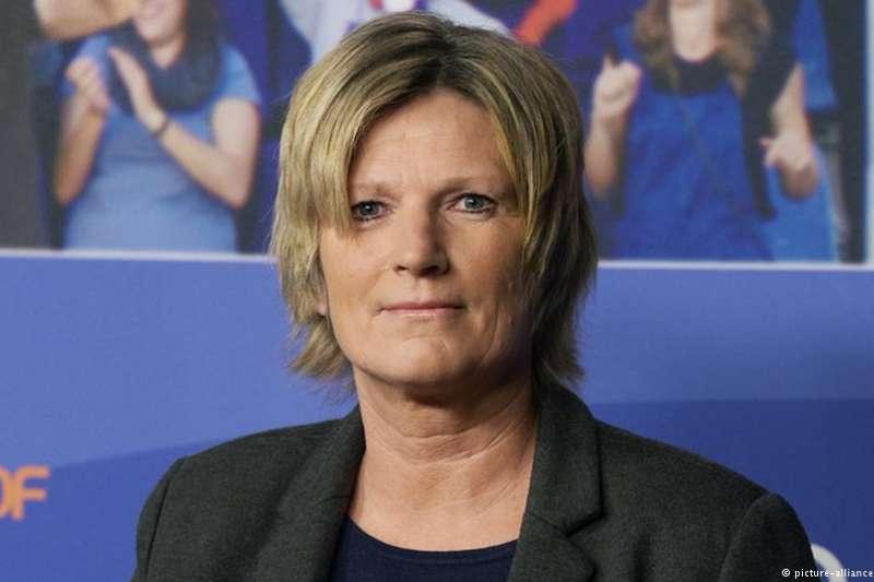 世界杯激戰正酣,除了國家隊的表現之外,德國社交媒體上引发激烈討論的話題之一卻是一名女性:她並不是衣著暴露的網紅,而是德國電視二台的足球賽事解說員。(德國之聲)