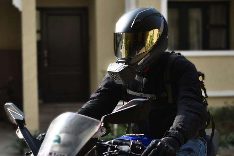 有了安全帽用的冷氣,可使帽內氣溫下降 6 至 15 度,未來夏天騎車不再怕悶熱!(圖/bouncy)