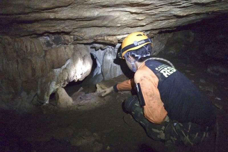 泰國學生足球隊受困地下洞窟。(AP)