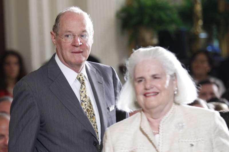 美國聯邦最高法院大法官甘迺迪(Anthony Kennedy)與其妻瑪莉(AP)