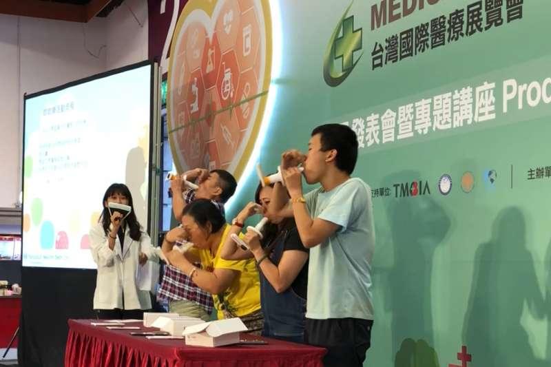 天樞健康資訊於台灣國際醫療展舉辦行動式肺量計檢測體驗活動(圖/好優數位提供)