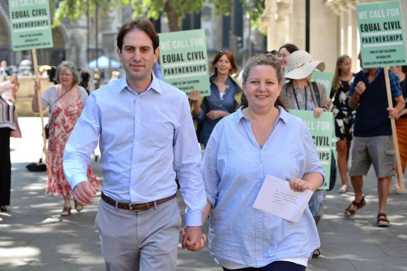 史坦菲德和奇丹認為,婚姻是一種「父權制度」,他們希望兩人的結合不要帶有「父權包袱」,希望異性戀也能以民事結合取代婚姻。(美聯社)
