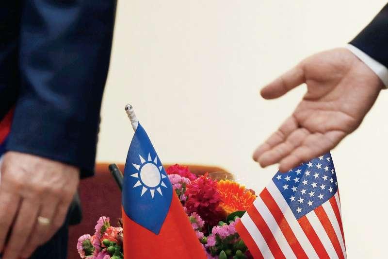 作者認為,眼見中美貿易、科技大戰,沒有緩和跡象,為了持續對中國大陸施壓並協助蔡總統連任,在經濟方面,美方很可能會加快推動與台灣簽訂自由貿易協定。(多維觀點提供)