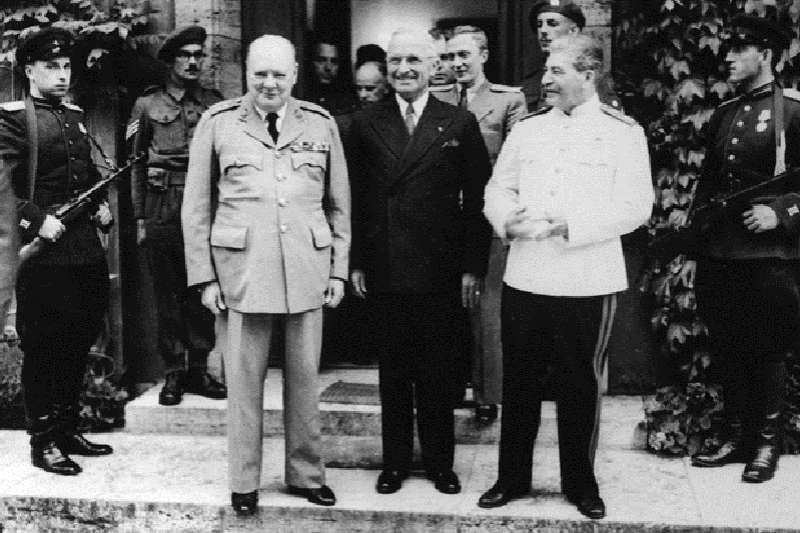 史達林(右)曾說,德國不會在莫斯科獲得勝利。(美聯社資料照片)