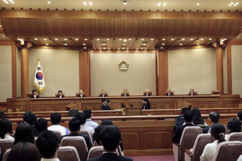 2018年6月28日,南韓憲法法院判決,《兵役法》未提供良心逃役者服役的替代方案違憲,要求政府修法,並提供替代方案。(AP)
