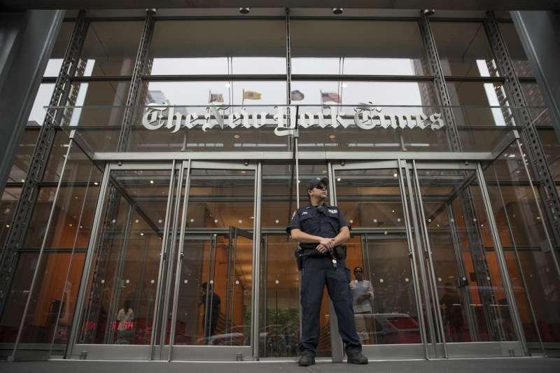 美國馬里蘭州地方報社《首府新聞報》遭到槍手血洗,釀成5死2傷的慘劇,各大媒體加強安全戒備,圖為《紐約時報》總部(美聯社)