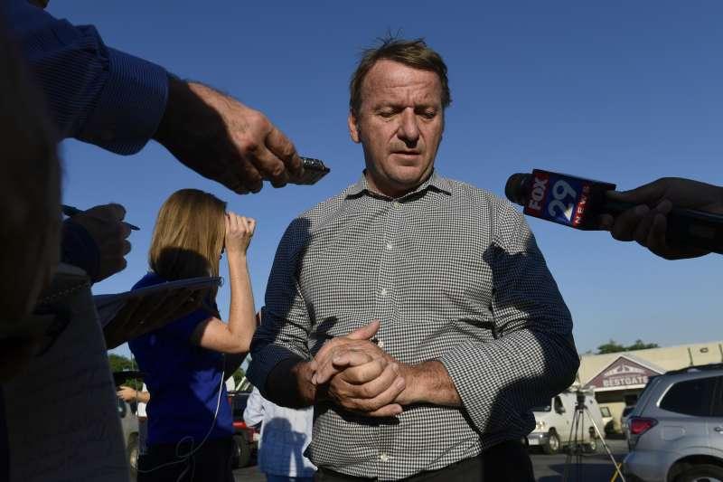 美國馬里蘭州安納波利斯《首府新聞報》遭到槍手血洗,釀成5死2傷的慘劇,安納波利斯市長巴克利接受採訪(美聯社)