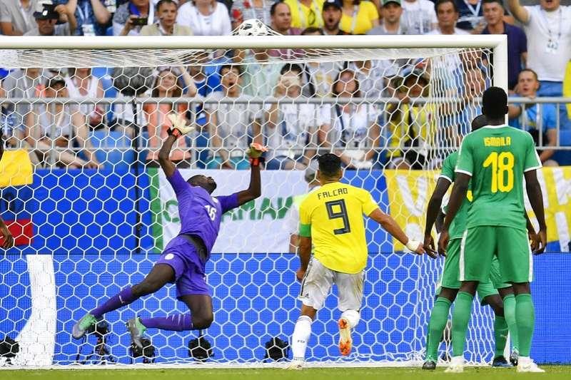 米納射進這一球,不僅讓哥倫比亞晉級16強,也幫日本吊車尾擠進16強。(美聯社)