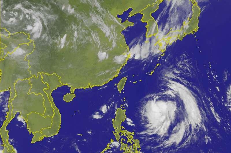 中央氣象局表示,目前在琉球南南東方海面的熱帶性低氣壓,29日很可能增強為輕度颱風。(取自中央氣象局)