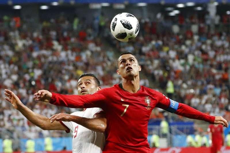 烏拉圭至今仍未失1球,看葡萄牙C羅能否攻破烏拉圭球門。(美聯社)