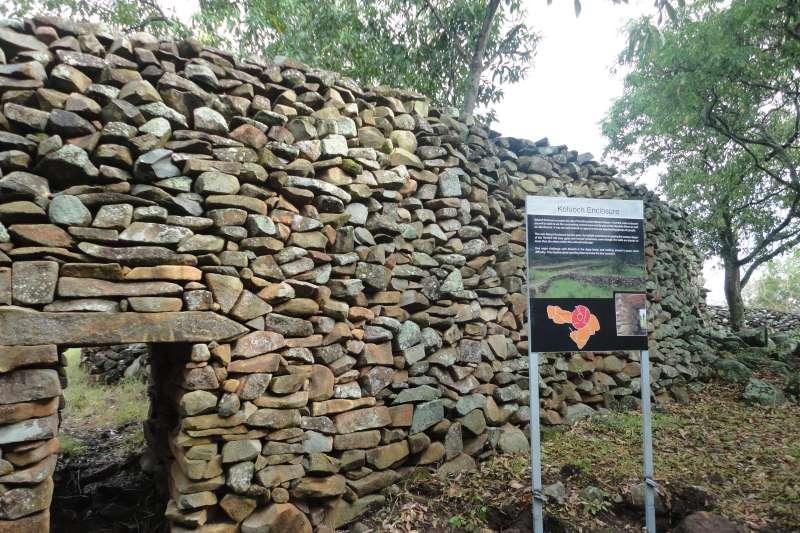 肯亞的古石牆建築「希穆里奇定居點」(Wycondi@Wikipedia/CC BY-SA 3.0)