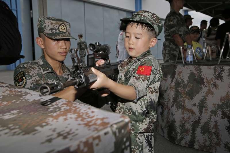2018年7月1日,香港主權移交中國21周年,解放軍駐港部隊演練(AP)