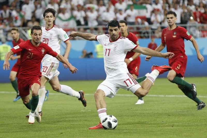 世足賽伊朗對上葡萄牙。由於聯合國和美國制裁,Nike宣布退出贊助伊朗足球隊。(美聯社)