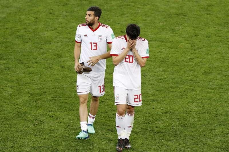 世足賽伊朗對上葡萄牙,1比1平手。由於聯合國和美國制裁,Nike宣布退出贊助伊朗足球隊。(美聯社)