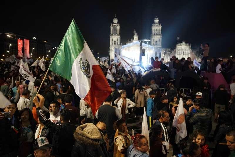 2018墨西哥大選:左派候選人羅培茲.歐布拉多爾勝選,支持者上街慶祝(AP)