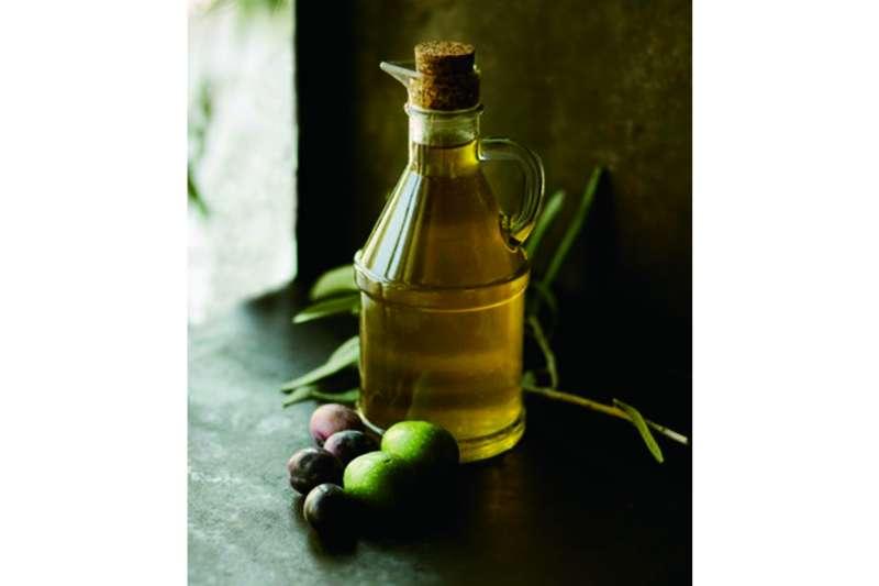 手工皂好壞在於「油脂」,一般手工皂基本配方分為「椰子油」、「棕櫚油」、「橄欖油」、「米糠油」四種。(圖/unsplash)