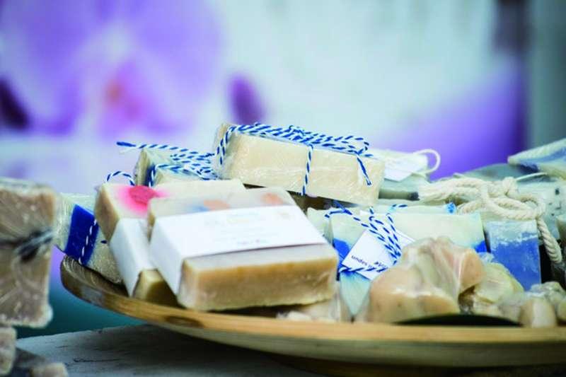 手工皂的好處多多,保護肌膚、延緩老化、愛護環境。(圖/unsplash)