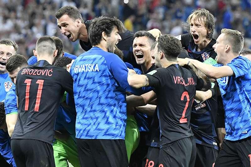 克羅埃西亞在16強淘汰賽面臨丹麥的頑強抵抗,雙方最後踢進PK賽,門將都各自有精彩的表現,最後克羅埃西亞就是以一球險勝,晉級8強。(美聯社)