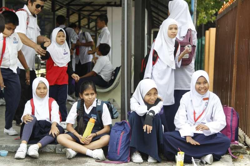 非當事人。馬來西亞社會人士表示,馬國約有1萬6千名未滿15歲的女童已經結婚(AP)