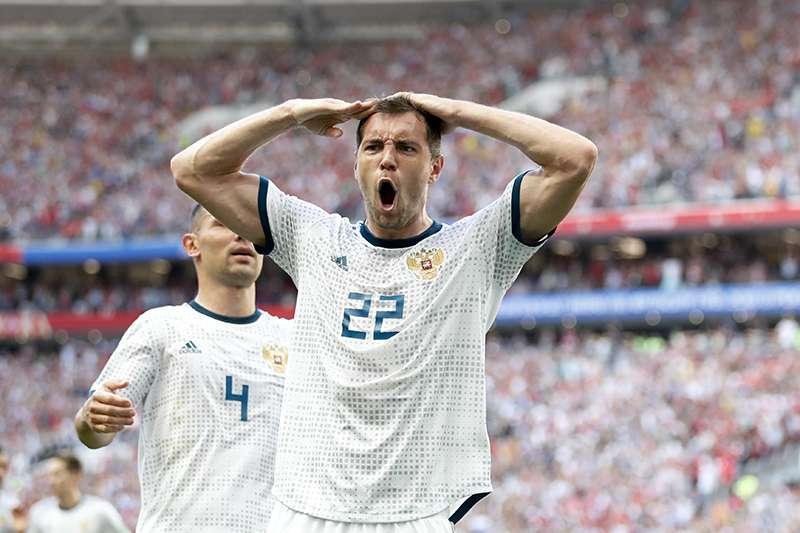 16強淘汰賽,地主俄羅斯迎戰強權西班牙,在正規賽及延長賽踢完雙方依然平手,PK賽中俄羅斯靠著門將精湛的表現最後擊沉西班牙艦隊,晉級8強。(美聯社)