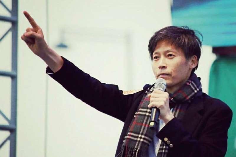 身為MBC工會宣傳局長的李容馬記者,為了訴求公平報導,與其他工會成員一同策畫為期170天的罷工活動,最後卻因此遭到解雇。(網路與書出版提供)