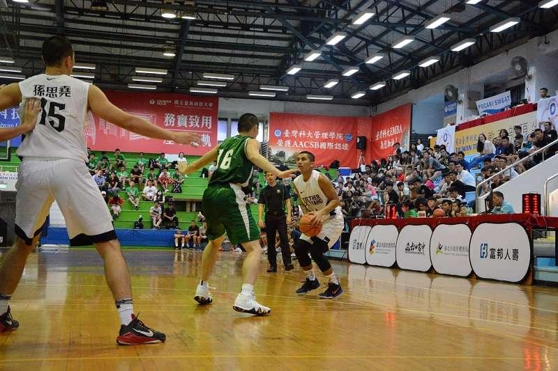 松山盃國際城市高中男子籃球邀請賽已於7月2日在台科大體育館開打,U20代表隊與日本福岡第一高校、明成高校以2勝0敗的戰績並列第1。 (取自松山盃臉書粉絲團)