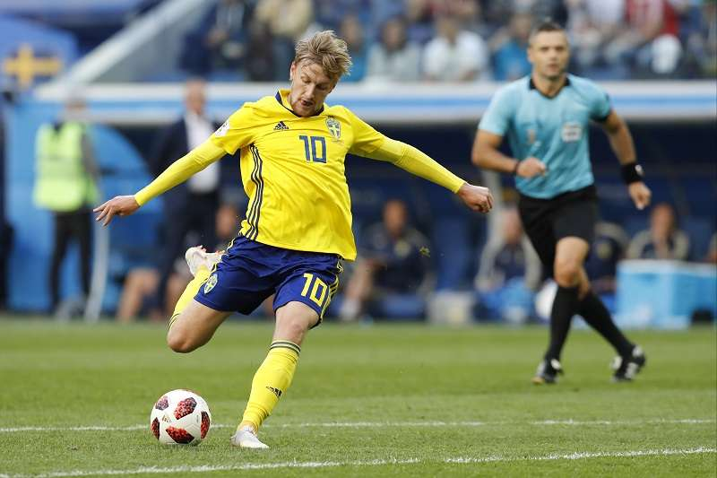 瑞典靠著佛斯伯格的射門幸運進球,最終以1比0擊敗瑞士,取得8強門票。 (美聯社)