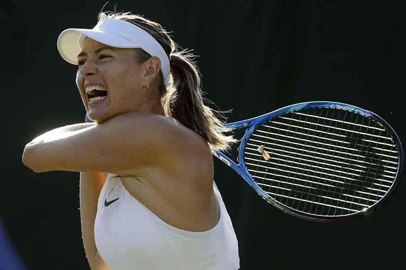 俄羅斯著名女子網球選手莎拉波娃,在溫網女單首輪面對同胞蒂雅琴科落敗,生涯首度在溫網第一輪比賽出局。(美聯社)