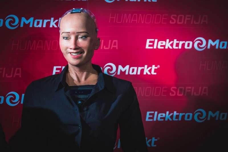 英國巴斯大學專門研究AI倫理的研究員喬安娜·布萊森(Joanna Bryson)認為,在人權觀念都不完備的沙國,只是透過給予機器人公民權,作為吸引投資者的宣傳手段。(圖/shutterstock)