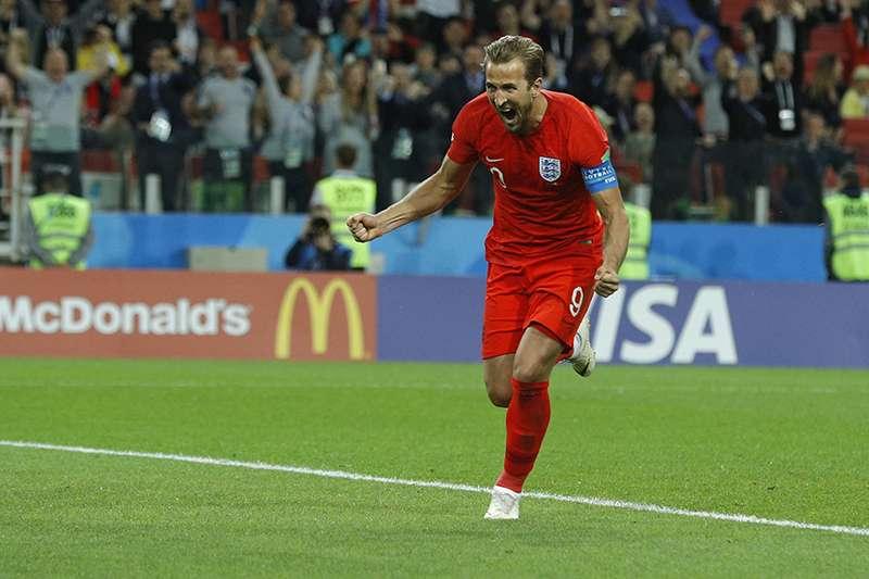 英格蘭世界盃殺入8強,隊長凱恩在本屆比賽驚人的表現,也讓英格蘭傳奇球星萊因克爾推崇不已,列出6點凱恩所締造的紀錄。(美聯社)
