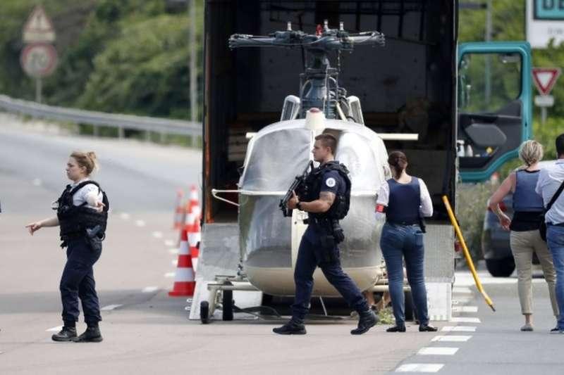法國動用3000警力捉拿越獄出逃的雷杜安・法伊德。(BBC中文網)