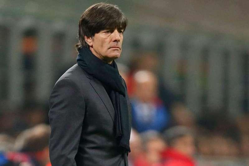 德國本次世界盃創下隊史首次在小組賽被淘汰,但德國足總依舊相信總教練勒夫,予以續約,開始進行國家隊重整的大任。(美聯社)