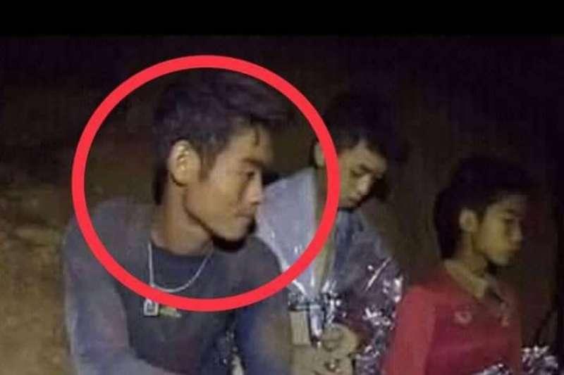 泰國海軍海豹部隊的隊員透露,艾卡波將清水與食物都留給了隊員,他是受困人員裡體力最虛弱的一個(取自網路)