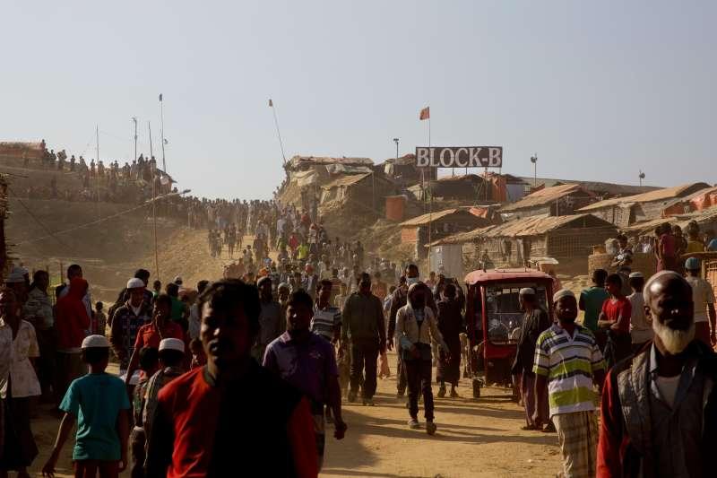 自2017年8月緬甸軍人血腥鎮壓西部若開邦信奉伊斯蘭教的少數民族羅興亞族,造成近90萬羅興亞難民逃至鄰國孟加拉。(美聯社)