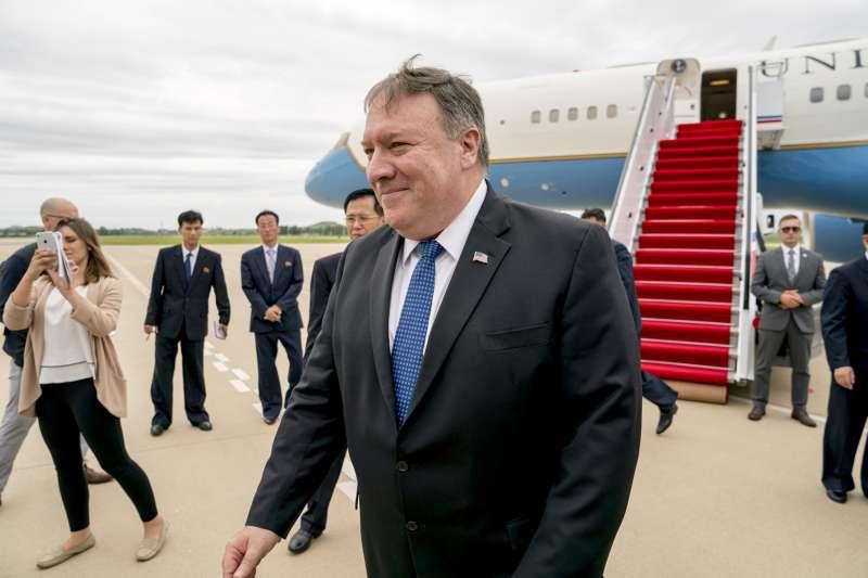 美國國務卿龐畢歐6日抵達北韓首都平壤,希望就北韓無核化具體進程,提出去核時間表。(美聯社)