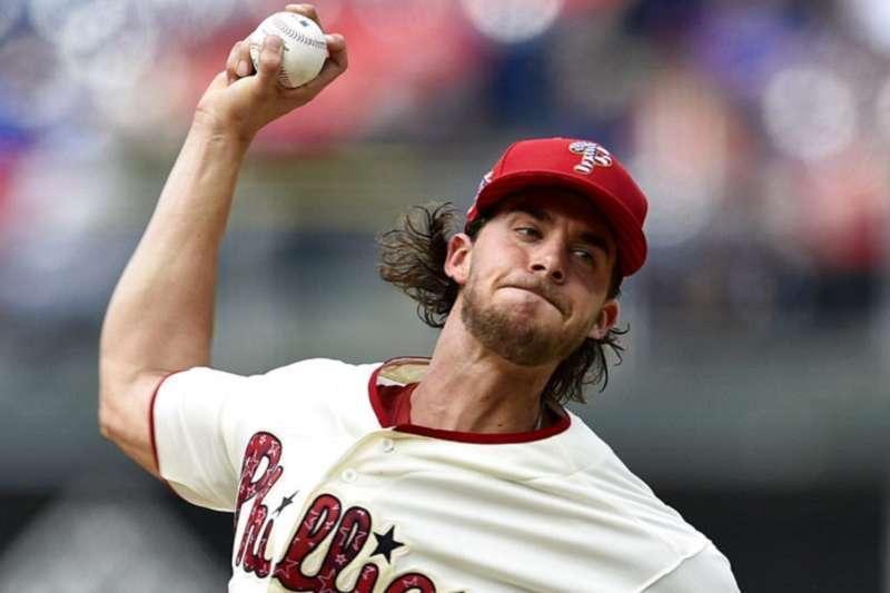 費城人先發投手諾拉是第一輪選秀挑回,如今已能扛第2號先發了。(美聯社)