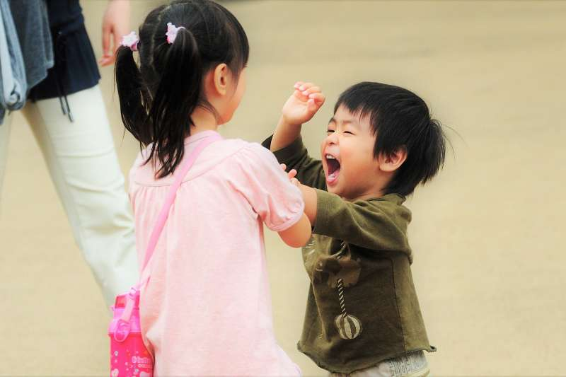 爸媽不能只看孩子表面的行為,必須了解問題行為背後的目的是什麼,否則無從改變孩子的行為。(圖/ajari@flickr)