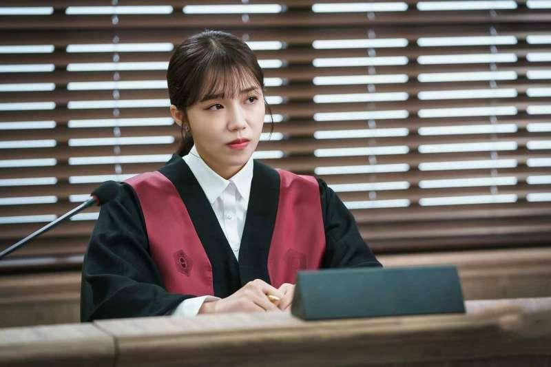 讓國民參與審判,恐龍法官真的會少一點嗎?(法庭示意圖/JTBC Drama@facebook)