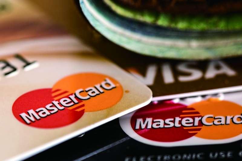 邁入2020年,民眾應注意今年一開始便有不少信用卡縮減其刷卡優惠,使用前應多比較。(示意圖/pixabay)