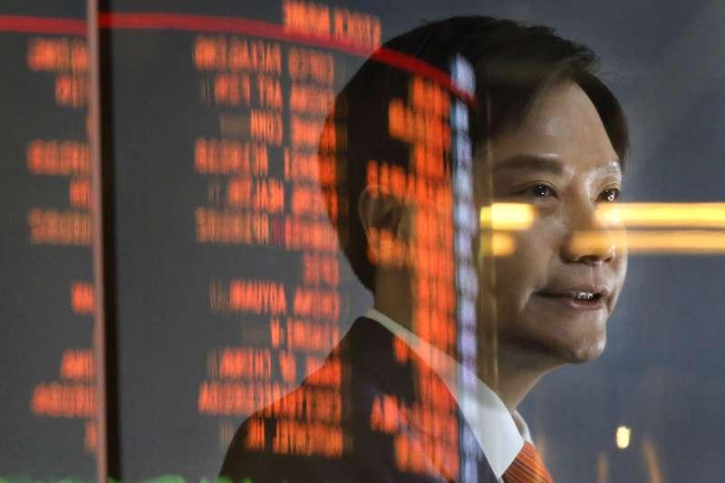 金山辦公在上海證卷交易所掛牌上市後大漲,雷軍身價大增近150億人民幣(AP)