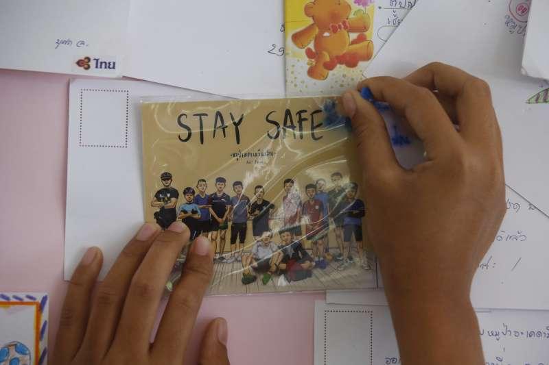 泰國北部清萊府12位青少年足球隊員與1位教練受困地下洞穴,救援行動已經展開,泰國民眾尤其關注(AP)